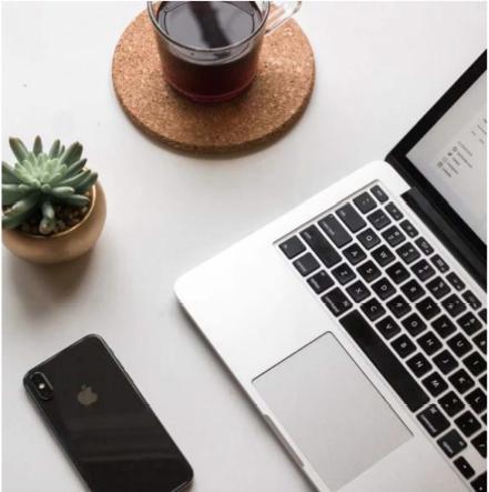 Lizcom auttaa horeca-alan yrityksiä viestinnän suunnittelussa.